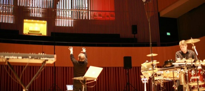 Trio for percussion, motion-tracking system and robot-controlled pipe organ premiered at the Spor Festival